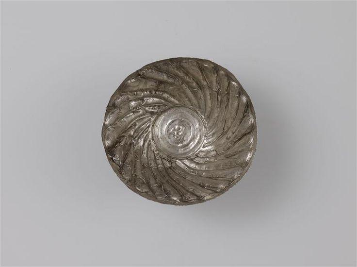 Trésor du temple de Tôd. Égypte. XIIe dynastie.  Source : Réunion des Musées Nationaux-Grand Palais.