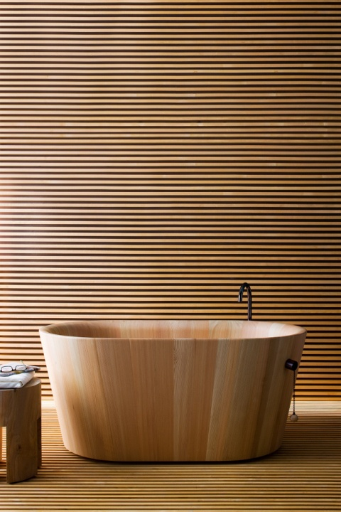 Orfuro Bath | Puristic form allows complete convey calm and warmth,ofuro captures all the principles of a harmonious and relaxing bath. Made of larch wood for a sauna-scented experience. The clean design is pared down to the essentials and harmoniously emerges out of the wood grain. Ofuro is haptic, visual and comfortable. Raspel