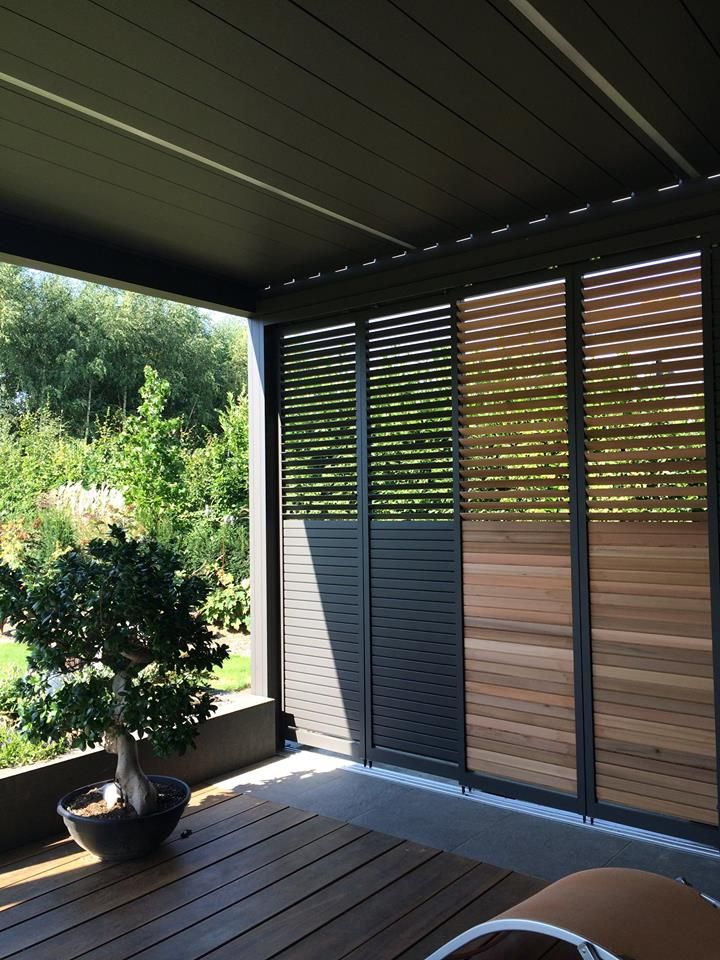 Camargue patio cover with Loggia Privacy sliding panels by Ambassador Suncomfort - http://www.suncomfort.be/index.php?item=producten&map=Outdoor%20Living/Renson#producten