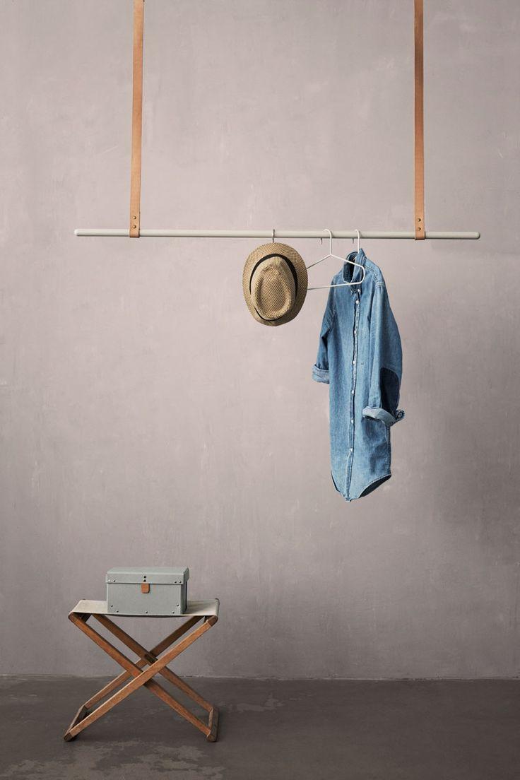 very minimal hanger!
