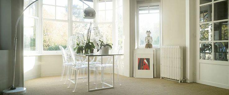 Salle à manger avec Bow-Window et fenêtre à guillotine.