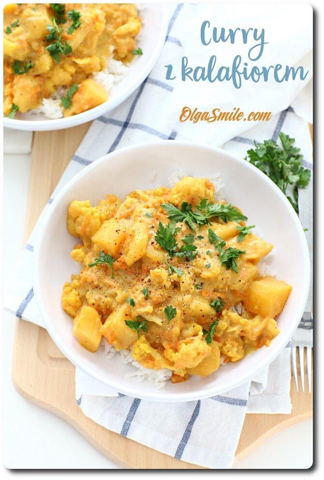 Curry z kalafiorem  Ha, a dzisiaj u mnie curry z kalafiorem. Nie byle jakie! Bo curry z kalafiorem potrafi mieć wiele smaków i wersji. Pasują do niego rozmaite warzywa, dodatki, strączki, zielenina, generalnie ogrom możliwości. Tym