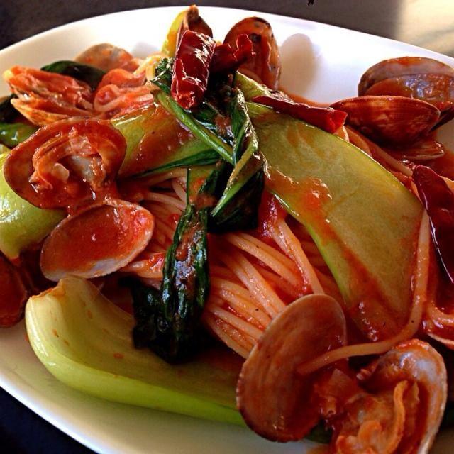 営業に出て、寒いからお昼はキムチトマトソースでポッカポッカ!p(^_^)q - 217件のもぐもぐ - 寒いから青梗菜とアサリのトマトキムチソースのパスタ by pesce0414
