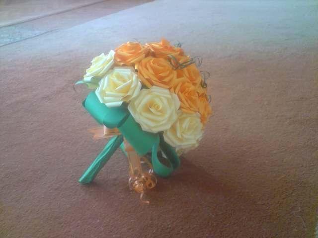 Floraria handmade ... cu flori din hartie: 5 . Buchet de flori realizat din trandafiri combinati : portocalii si crem .