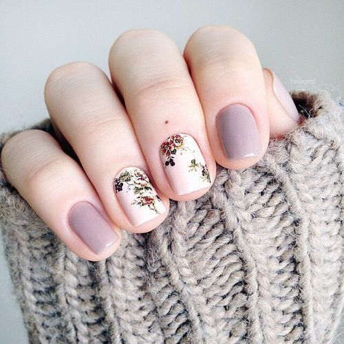 This #nail design is so cute. I love the #purple nail polish and the #floral design.