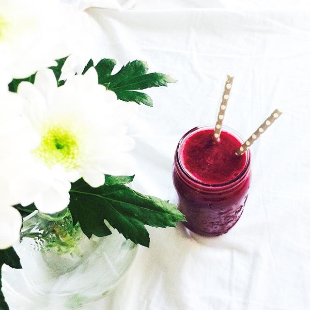 Beet juice . . Beet, apple, lemon, celery  . . . . . .  #juicing #rawjuice #rawvegan #rawfood #vegan #detox #vitamins  #plantbased #plantpower #veganlife #govegan #freshjuice #vegansofig #veganfoodshare #veggies #fruits #healthy #fitness #workout #superfood  #organic #juicer #tuoremehu #greens #greenjuice #mehulinko #vegaani  #rawsome #veganism#wholefood