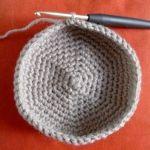 Un super tuto pour des paniers au crochet sur le blog http://mllemirabelle.canalblog.com #tuto #panier #crochet #hook #diy