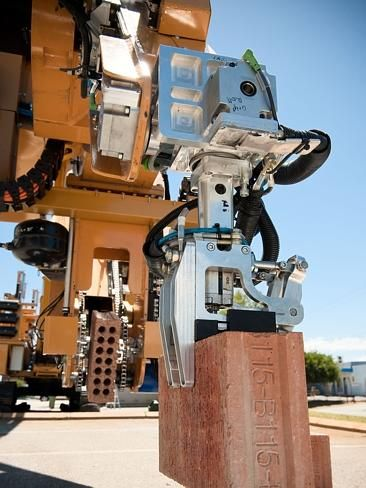A Perth inventor has created a fully-automated, robotic bricky! Robot brickies, the future of home building