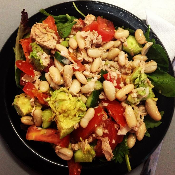 Tuna, Bean, Avocado & Tomato Salad! #michellebridges