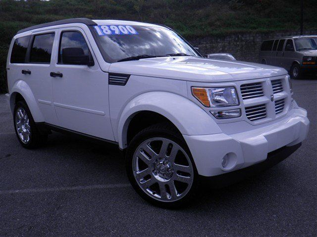 PHOTOS OF 2011 DODGE NITRO.