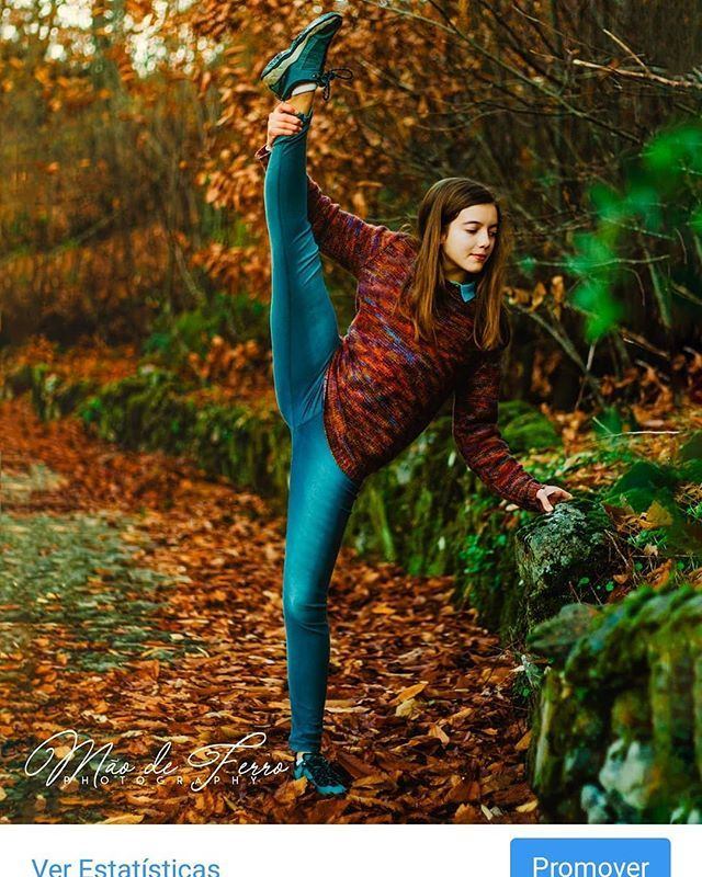 Reposting @brunoironhand: #fall #nature #outdoors #leaf #girl #fun #leisure #park #wood #gymnast #joy #fashion #style #stylish #photooftheday #instagood #instafashion #grass #people #relaxation