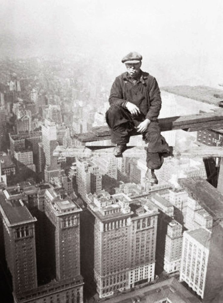 +~+~ Vintage Photograph ~+~+ GAH! I can't even comprehend this! Lewis Hine's photographs 1931 during the construction of the Empire State Building.