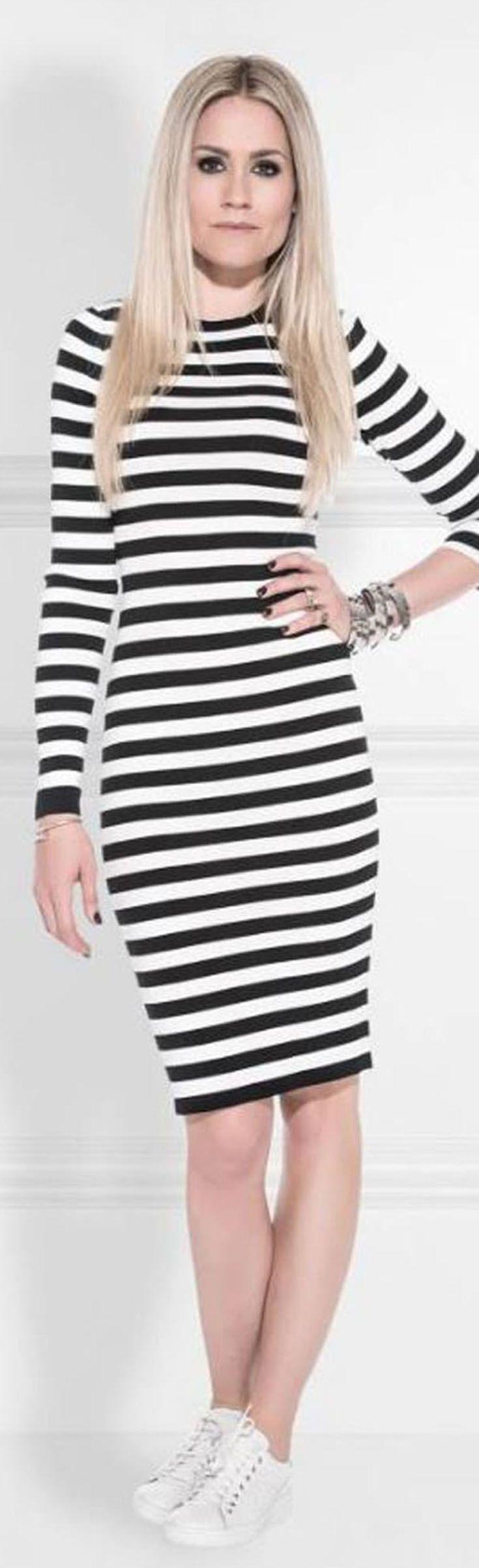 Nikkie Jolie off shoulder dress. Een fijngebreide jurk met veel stretch.