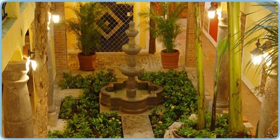 Mexican style interior courtyard | Indoor/outdoor Home