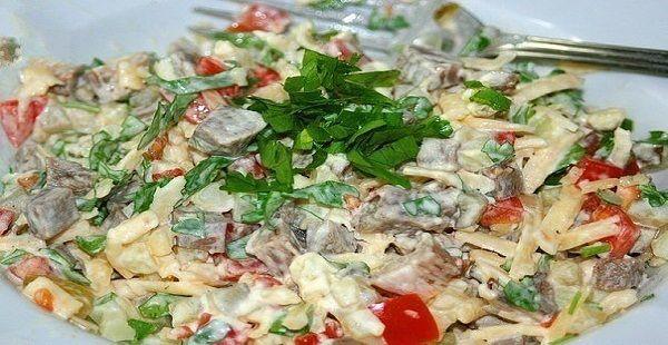 Ингредиенты:  0,5кг. говядины 3-4 свежих помидора 2-3 маринованных огурца 3-4 картофелины 150г...
