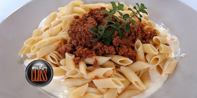 Πένες με σάλτσα κιμά και κρέμα τυριών