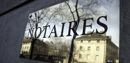 Liberté d'installation, tarifs… les notaires en guerre contre la loi Macron : Depuis plusieurs mois, la profession multiplie les recours contre les mesures de la loi portée par l'ex-ministre de l'Economie. Le point...