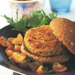 Cannellini Bohnenburger mit Kirschtomatensalat @ de.allrecipes.com