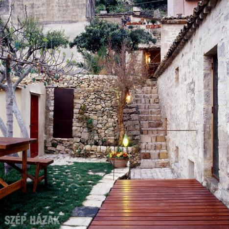 http://szephazak.hu/hotel-design/hotel-muzsak-szicilia/138/