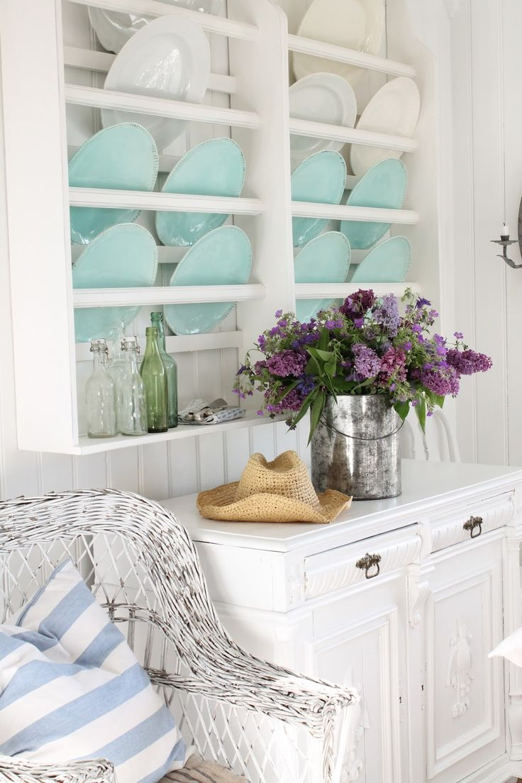 B ℓ u e . I n t e r i o r s  Lilacs and silver with aqua, pale blue, BEACHY and fresh looking with white