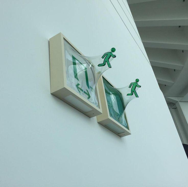非常口飛び出す系 #松枝悠希 さんの作品Media Ambition Tokyoの六本木ヒルズの展示にて#1日1アート #YukiMatsueda #mediaambitiontokyo #art #everydayart
