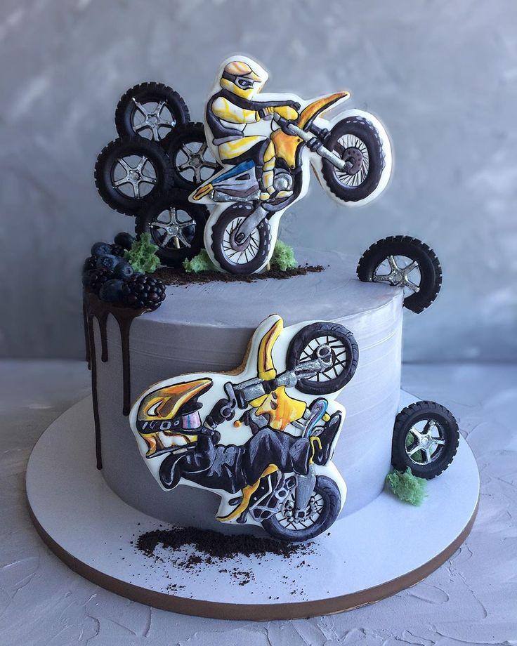 Торт с сахарной картинкой мотоцикл
