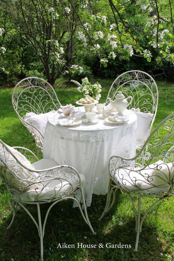 Aiken House Gardens: A White Garden Tea