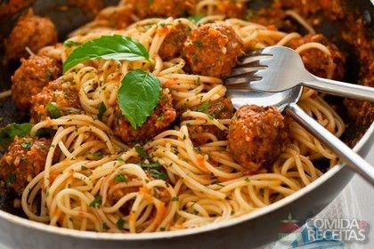 Receita de Macarrão com almôndegas ao molho de tomates | Recipe | Macarrão | Pasta, Italian sausage meatballs, Pasta recipes