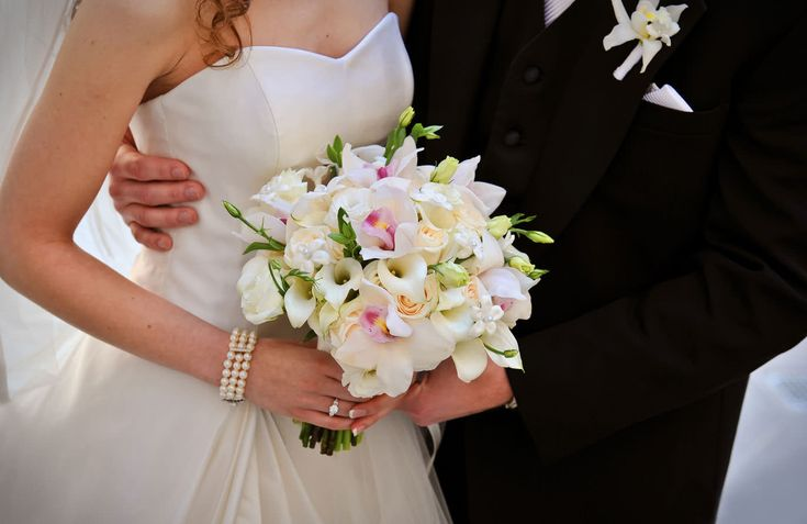Stephanotis Flower Bouquet in Wedding | Flower Meanings, Pictures ...