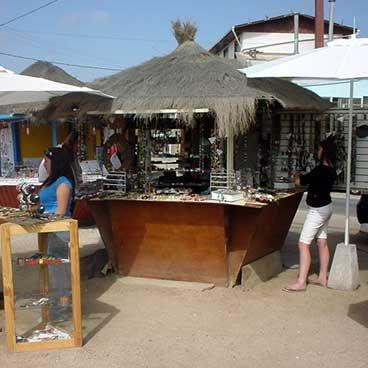 Ferias artesanales a un costado de la caleta de Maitencillo
