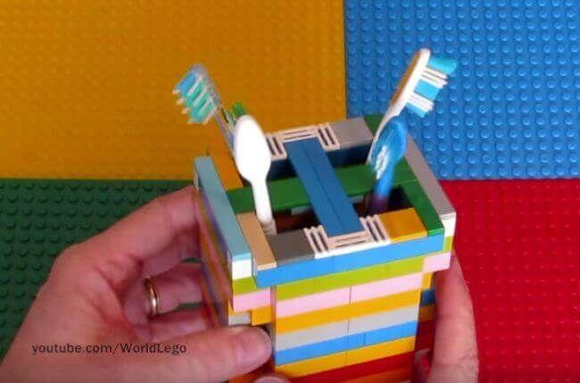 Wenn du LEGO verkaufen wolltest, wirst du jetzt deine Meinung verändern - Zahnbürstenbehälter aus LEGO  Check more at http://diydekoideen.com/wenn-du-lego-verkaufen-wolltest-wirst-du-jetzt-deine-meinung-verandern/