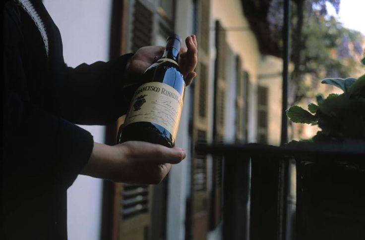 Stappiamo una bottiglia questa sera?   Voilà, a voi una foto d'autore: Stuart Franklin, 2001