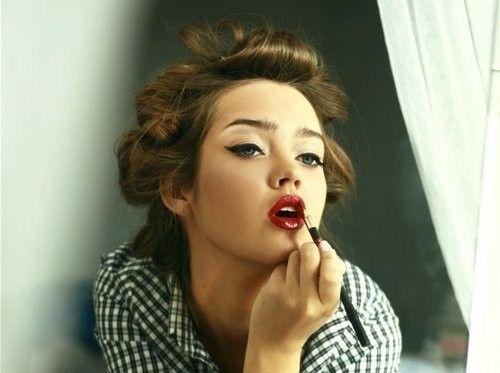 makeup: Red Lipsticks, Lips Color, Cat Eye, Wings Eyeliner, Vintage Makeup, Makeup Looks, Pinup, Pin Up, Retro Makeup