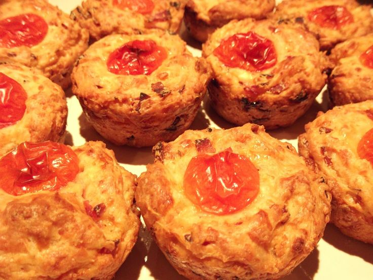 ... και καλή σας όρεξη!!!!: Αλμυρά muffins με τυρί και ζαμπόν!!!