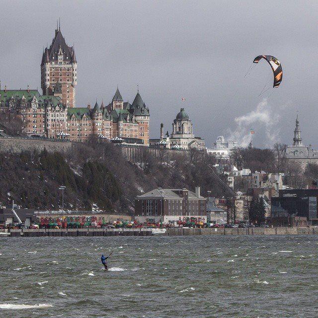 Kitesurf sur le fleuve Saint-Laurent Québec photo @pstmartin