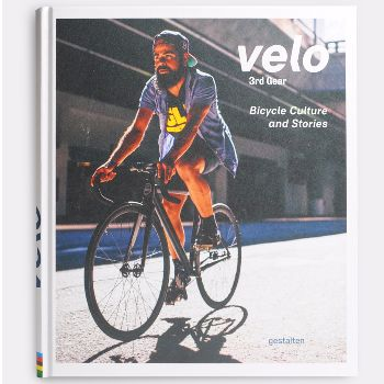 Velo 3 Rd Gear: Riding a bicycle is more than a means of transportation; it's a way of life. The global bicycle scene, which has been growing for years, is spawning ever more astounding developments and innovations. Whether on fixies or cargo bikes, through rough terrain or urban rush hours, frame builders and bicycle lovers from around the world are defining the pedal-fueled future. Velo 3rd Gear: Bicycle Culture and Stories takes us there.