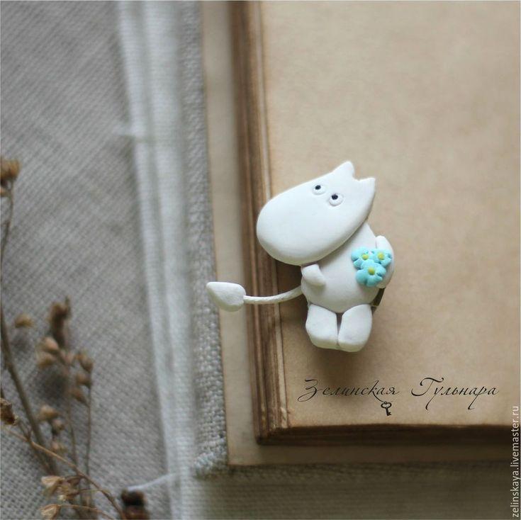 Купить Мумик с цветочками. Брошь - белый, серый, домик, брошь мумик, брошь из полимерной глины