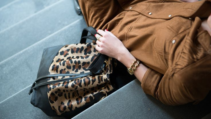 Animal print trend with this panther bucket bag by Laimbock! Fashion blog - http://bit.ly/1nezhzJ