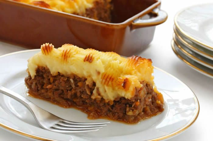 A tasty French recipe with meat chopped and mashed potatoes; a real sophistication beyond the Alps. Hachis parmentier