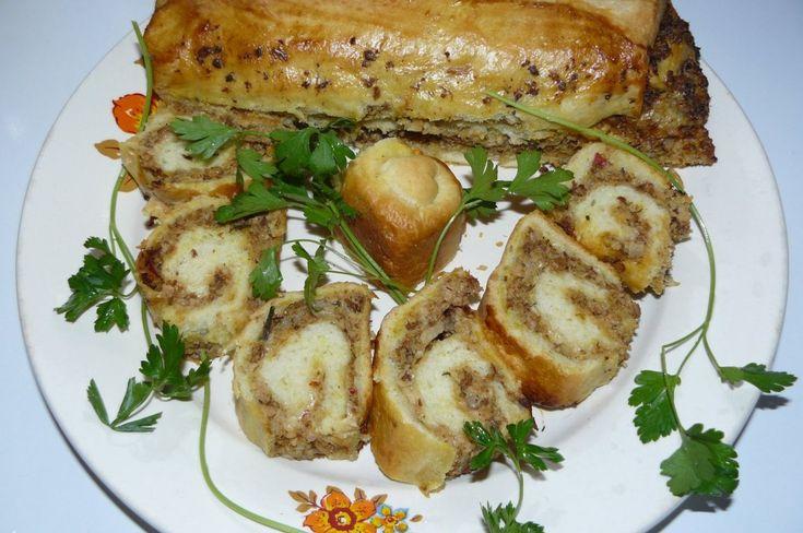 Reteta Plăcintă cu carne şi ciuperci din categoriile Aperitive, Retete de Craciun. Cu specific romanesc.