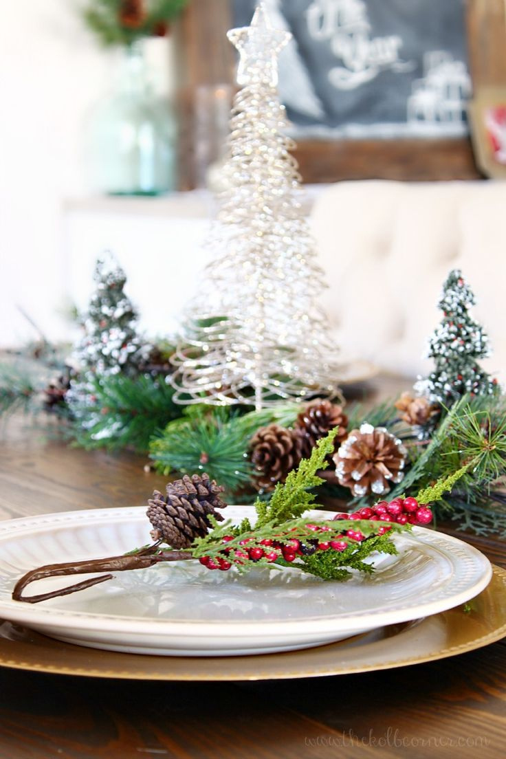 10 gorgeous christmas table decorating ideas 187 photo 2 - Christmas Dining Room Tour And Holiday Homes Blog Hop