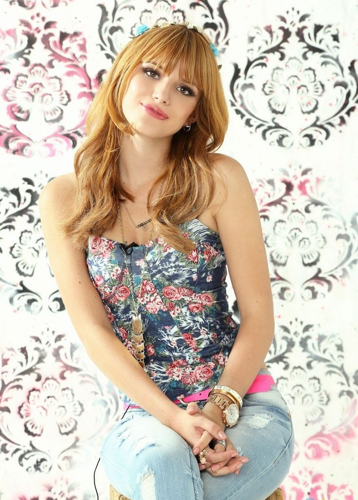 bella thorne, pretty and she's not hanging anything out for all to see..lovely look for young ladies❤️