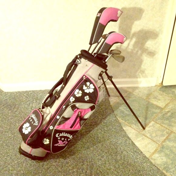 Youth Girls Callaway Golf Clubs Daisy golf bag ; grey and pink. Contains driver, fairway wood, 5,7, and 9 iron and a putter. Other