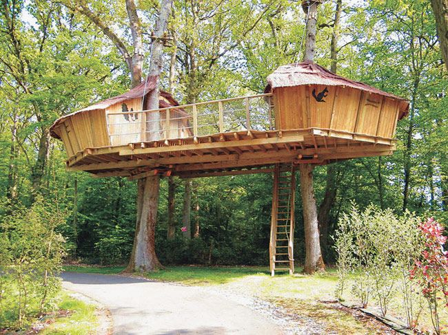 Keycamp's Tree House, France. great way to create large entertaining space in treehouse