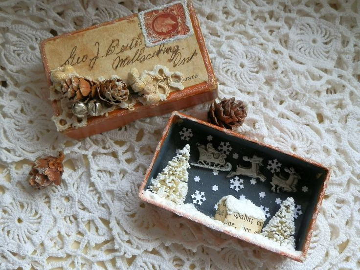 Todolwen -  tiny little Christmas box - inside and out.
