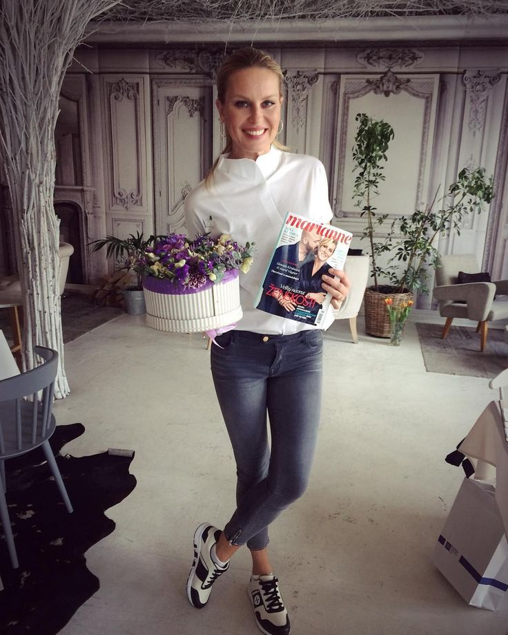 Simona Krainová a malé překvapení od naší redakce. ❤️