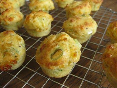 Hartige muffins met kruidenkaas en bosui