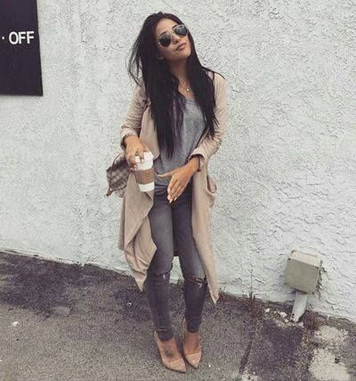 Yay or nay for her look? #ootd #fashionblogger - http://ift.tt/1HQJd81