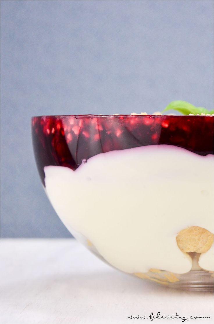 Sommer-Rezept: Windbeutel-Schicht-Dessert mit roter Grütze - Perfekter Nachtisch für Party-Buffets