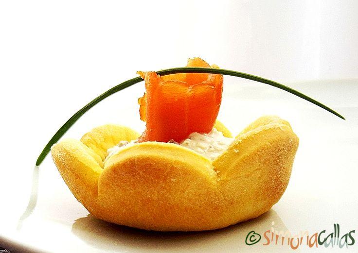 Cosulete aperitiv cu somon afumat si crema de branza 3